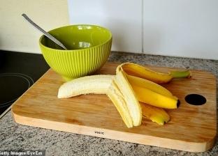 بيخسس وبيعالج الأرق.. فوائد إضافة قشر الموز إلى النظام الغذائي