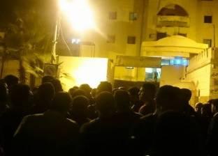 بالصور  أهالي طفل مختفي يتجمهرون أمام أبواب قسم شرطة ثان المحلة