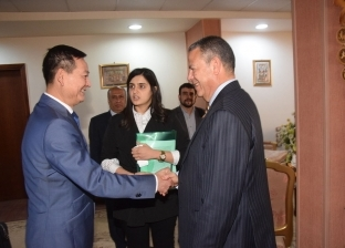 محافظ بني سويف يطلع سفير فيتنام على الفرص الاستثمارية بالإقليم