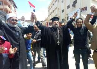 طلاب الجامعات يتصدرون المشهد في اليوم الأول للاستفتاء بدمياط