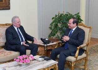 الرئيس السيسي يستقبل مفوض الاتحاد الأوروبي للتعاون الدولي والتنمية