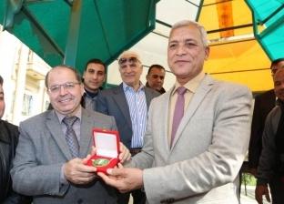 """عباس يكرم الإدارة الصحية بسرس الليان لجهودها في """"100 مليون صحة"""""""