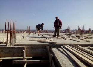 بالصور  التصدي لمخالفة بناء بدون ترخيص على طريق دسوق-فوه