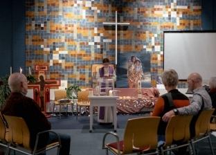 """كنيسة هولندية تمنع الحكومة من ترحيل أسرة لاجئة بـ""""الصلاة"""" المستمرة"""