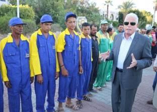 """بالصور  """"فودة"""" يصطحب عمالا أثناء افتتاحه مشروعات تطوير بشرم الشيخ"""
