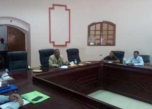 رئيس مركز الداخلة يجتمع برؤساء القرى والأحياء لمناقشة مشاكل المواطنين