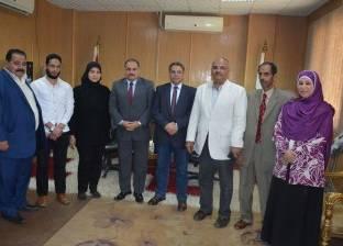 وفد من وزارة المالية يزور محافظة الوادي الجديد
