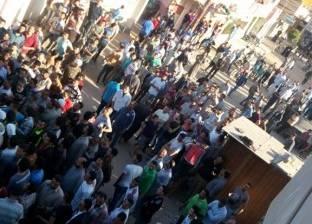تجمهر العشرات أمام مجلس مدينة المطرية بالدقهلية بسبب انقطاع المياه