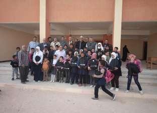 """وصول قافلة الهلال الأحمر وسط سيناء لتوزيع """"شنط"""" المدارس"""
