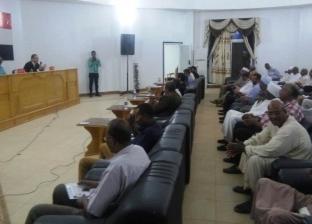نائب محافظ أسوان يلتقى ممثلى أهالى مدينة أبو سمبل السياحية