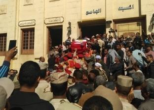 الآلاف يشيعون جثمان الشهيد الرائد عمرو فريد في جنازة عسكرية بأسوان