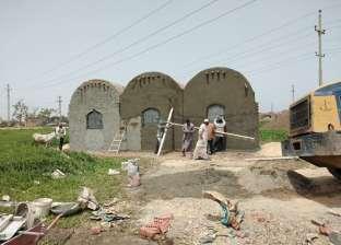إزالة 45 مقبرة مخالفة على الأراضي الزراعية في كفر شكر