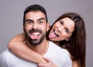 """دراسة: وجود """"شريك حياة"""" يمنح الإنسان السعادة أفضل من زيادة راتبه"""