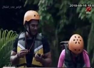 """آسر ياسين ينتقد شعر رامز جلال.. 9 مواسم من """"تنكر"""" و""""استايلات"""" غريبة"""