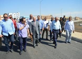 محافظ بورسعيد يتابع سير العمل في إنشاء الكورنيش الجديد