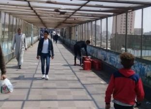 """حملة للباعة المخالفين أعلى كوبري مشاه شبرا الخيمة بعد رصد """"الوطن"""""""