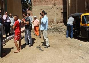 رئيس مركز مطاي يستمع لشكاوى ساكني عمارات البريد بالمنيا