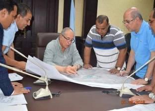 محافظ البحر الأحمر يستعرض مشروع تطوير العشوائيات بالشلاتين