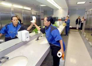 أطباء يحذرون من مراحيض المطارات: تنشر الأمراض حول العالم