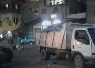 العاملون بمدينة دمياط يواصلون حملات النظافة بعد الإطاحة برئيس المركز