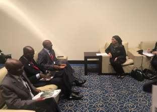 وزيرة البيئة تلتقي وفدا كينيا لبحث التعاون في إدارة الأراضي القاحلة