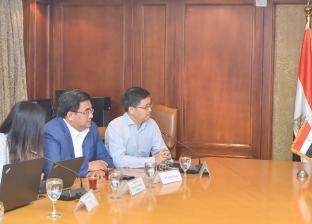 وزير التجارة يبحث مع وفد صيني إنتاج سيارات كهربائية