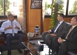 """محافظ الإسماعيلية يناقش مع لجنة """"الوزراء"""" آليات تطوير مراكز المعلومات"""