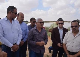 محافظ مطروح يتفقد منطقة علوش لحل أزمة تسريب مياه الصرف