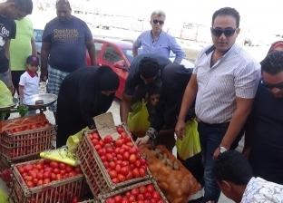 """بالصور  """"مستقبل وطن"""" بالسويس ينظم معارض للخضراوات بأسعار مخفضة"""