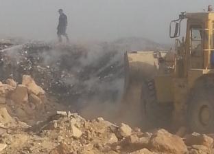 وزيرة البيئة تتابع التعامل مع حريق مقلب العبور العشوائي