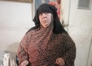 آنسة في الخمسين تعيش وحيدة بسبب السمنة المفرطة: «حد يعالجني يا ولادي»