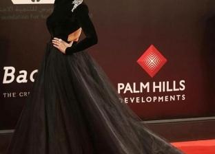 """لقاء الخميسي لمنتقدي إطلالتها في """"مهرجان القاهرة"""": """"الفستان عاجبني"""""""