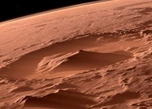 """اكتشاف ضوء غامض على سطح كوكب المريخ.. والعلماء """"كائنات فضائية"""""""