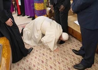 نجوم الفن يتفاعلون مع تقبيل البابا فرنسيس أقدام زعماء جنوب السودان