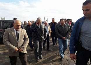 محلب ومحافظ بورسعيد يتابعان سير العمل في تطهير بحيرة المنزلة