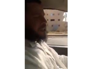 بالفيديو| كفيف يقود سيارة «جيب شروكي»: «الله أكبر.. دي مشيت»