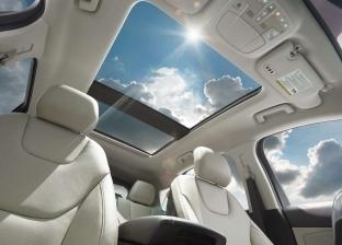 غطِ الزجاج بعازل شمسي.. 8 نصائح للحفاظ على السيارة في الحرارة المرتفعة