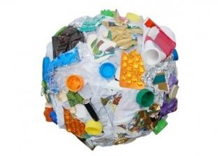لعنة «البلاستيك» تطارد حياة المصريين