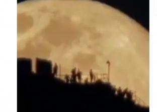 بالفديو| يوسف بجاش يظهر القمر وتعاقب الليل والنهار في 3 دقائق تصوير