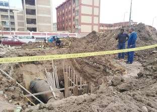 بالصور| رئيس حي ثانٍ المحلة يتابع أعمال صيانة خط الصرف الصحي