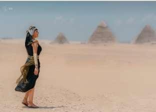"""""""الحل في يد ولادها"""".. عبدالحليم يجذب السياح لمصر بـ""""فوتو سيشن"""" مجاني"""