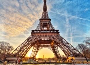 عاجل| الشرطة الفرنسية تخلي برج إيفل بعد محاولة شخص تسلقه