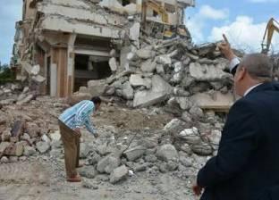 بالصور| إزالة عقار في مدينة رأس البر مبني على أملاك الدولة