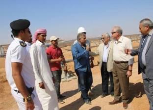 بالصور| جولة ميدانية لمحافظ جنوب سيناء بالسوق القديم ومضمار الهجن