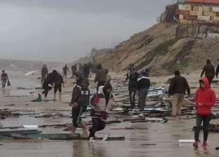 بالصور| أهالي غزة ينقذون صيادين مصريين تحطمت سفينتهم بسبب الطقس السيئ