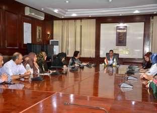 محافظ الأقصر يعقد اجتماعا مع أعضاء المجلس القومي للمرأة