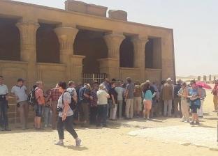 وفد سياحي من إنجلترا وألمانيا يزور المناطق الأثرية في المنيا