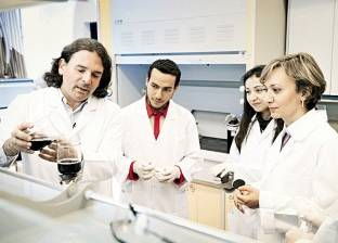 علماء الجامعة الأمريكية: تقنية جديدة لتحلية المياه.. تطوير جهاز آلى «مجمع» لتشخيص التهاب الكبد الوبائى.. و«الرقاقات البيولوجية» ثورة قادمة