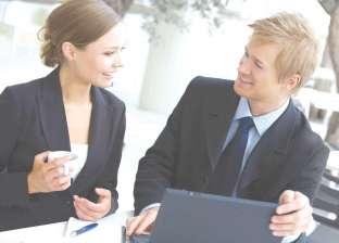 دراسة: التملق والمجاملة في العمل يؤديان لانخفاض الإنتاج
