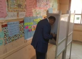 بالصور| محافظ الفيوم يدلي بصوته في الاستفتاء على التعديلات الدستورية